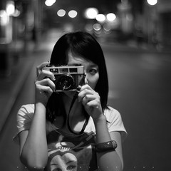 (SONG TSE  ) Tags: street people bw girl shanghai pentax shooter  1x1 k10d lens5