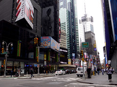 Manhattan, New York - USA (Mic V.) Tags: street new york city nyc usa ny west apple america us big state manhattan united w broadway junction states avenue rue unis 48th amrique etats croisement amerique tats