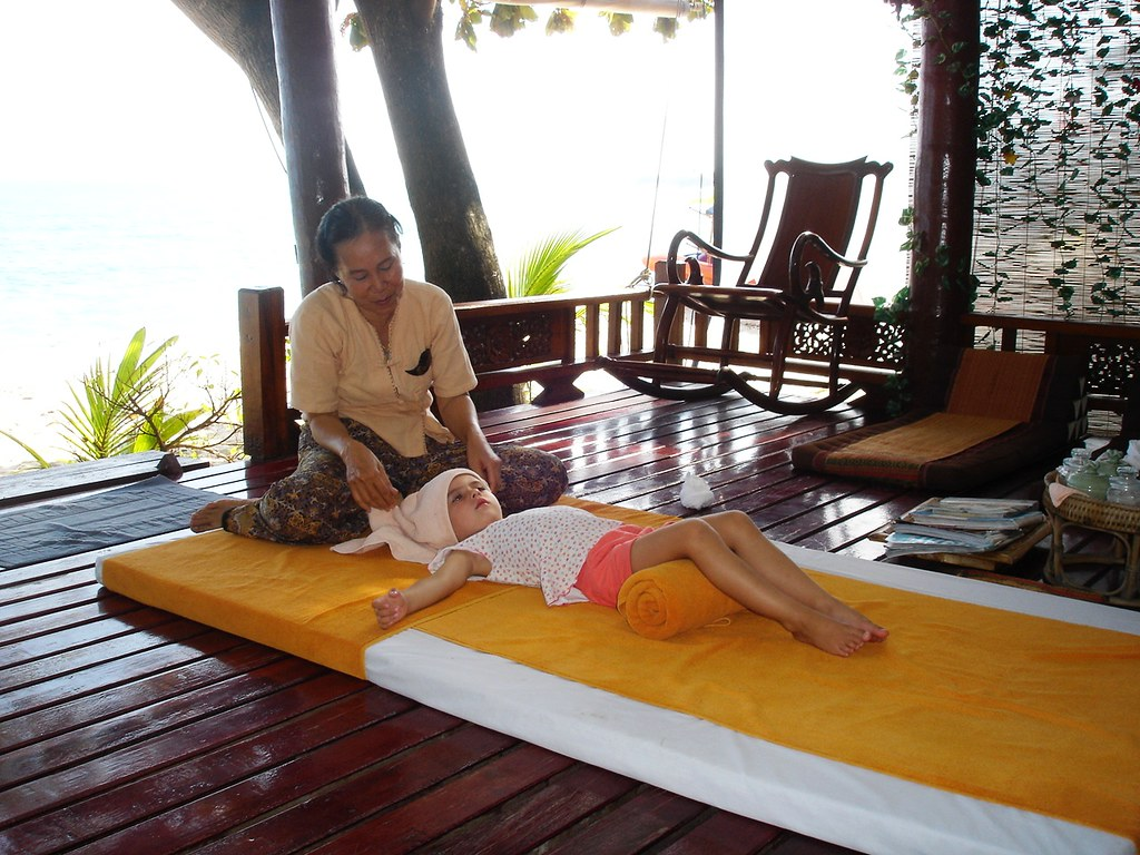 Massage for kids, Chaweng Beach, Ko Samui