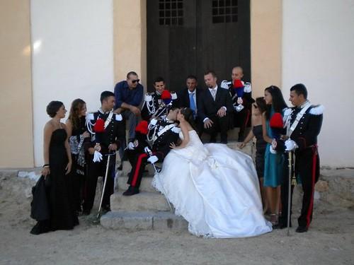 Foto del bacio degli sposi all'uscita dalla chiesa