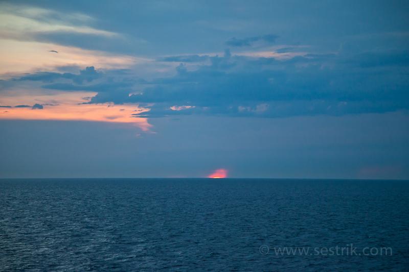 Последний луч закатного солнца