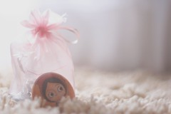 182/365 the girl inside pink bag (Honey Pie!) Tags: bokeh days honey 365 alicedisse 365days honeypie 365daysproject 365dias melinasouza melinadesouza 365daysofhoney