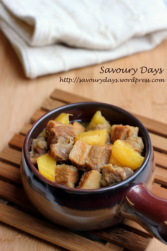 Braised pork belly with pineapples