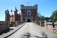 frontview castle of Wijnendale (Jessie Sparrow) Tags: castle windmill belgium belgi windmills matthieu flanders kasteel windmolen torhout vlaanderen burcht windmolens waterburcht wijnendale