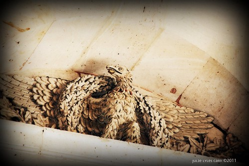 eagle louvre1