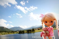 Sunset at the Lake (rockymountainroz) Tags: sunset angel cwc ebl estesparkcolorado takaratomy neoblythe ragazzacustom adelinescrumpetvonpinkteabear pinkcrownpetiteprincesseplacard lotsofpicturesfromestespark