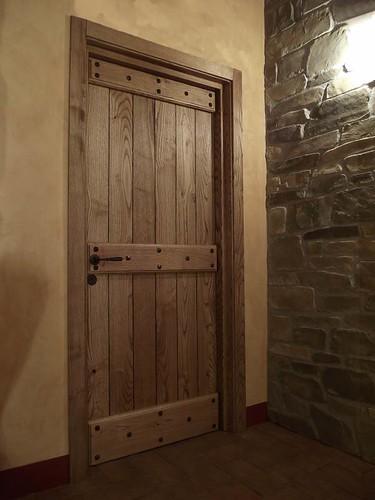 Porta interna in castagno con finitura ad olio