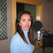 jornalista Lucila Pinto gravando programa de rádio