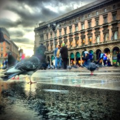 Piazza. (Sascha Unger) Tags: street italien people italy milan rain weather mobile handy italia cathedral dom pigeon dove milano strasse menschen sascha piazza duomo taube regen app wetter iphone mailand iphoneography sascha2010 saschaunger