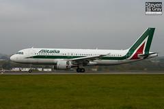EI-DTI - 3976 - Alitalia - Airbus A320-216 - Luton - 101101 - Steven Gray - IMG_4272
