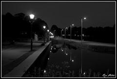 Naarden vesting ((Just) Ron) Tags: white black night nacht zwart wit gracht naarden avondfotografie naardenvesting