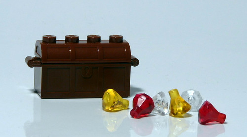 7952 - 2010 Kingdoms Advent Calendar - Day 9 - Treasure Chest and gems