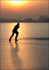 Daredevil (louise peters) Tags: daredevil waaghals cracks scheuren ice ijs lake plas meer person man persoon schaduw shadow licht light sunset sundown zonsondergang skater schaatser silhouette loosdrecht loosdrechtseplas bestcapturesaoi