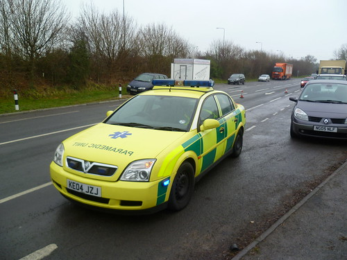 KE04JZJ South East Coast Ambulance Vauxhall Vectra…