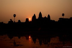 Sunrise lights in Angkor (Arnaumb) Tags: trip travel people stone cano