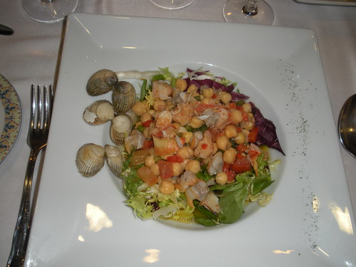 Garbanzos with lobster and cockles