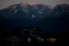 Snowcap at Sunset (Junnn) Tags: sunset canada mountains vancouver stanleypark westvancouver snowcap 70200mmf4 canonef70200mmf4lusm canoneos5dmarkii