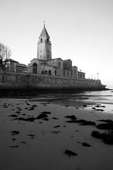 Iglesia San Pedro Apostol (TruthBeliever) Tags: blue espaa beach canon eos 350d spain san iron arte iglesia asturias playa pedro lorenzo espagne plage gijon xixon apostol hierro