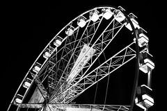 La Qute (Jon Malagon) Tags: bw bruxelles amusementpark bruselas noria jacquesbrel impossibledream