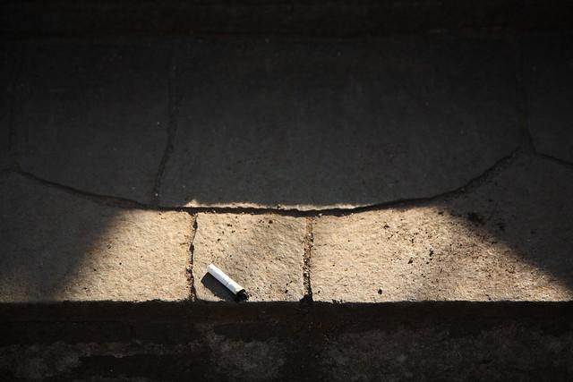 石段の吸殻