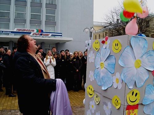 Віктор Бронюк відкриває скриньку доброти