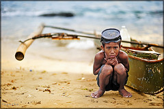 Badjao / Bajau (ZhaZha Gatch) Tags: city boy sea cold work sand asia december child philippines ngc goggles shiver mindanao zamboanga bangka paseodelmar badjao ethnicgroup lantakahotel