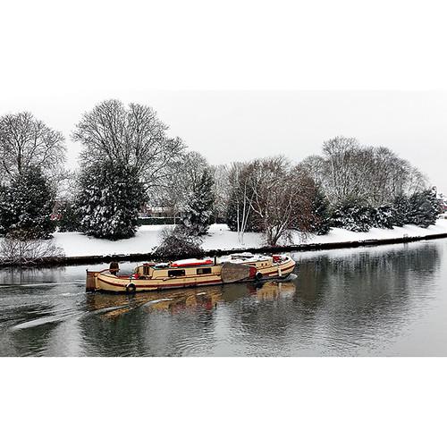 River Thames, Hampton Court