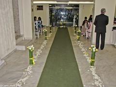 Entrada dos noivos... (Carla.Lima) Tags: flowers wedding party flores groom bride design marriage casamento buffet festa decorao fiance arranjos fiance