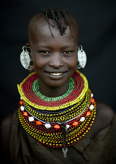 Turkana tribe beauty with big necklace - Kenya (Eric Lafforgue) Tags: africa haircut girl smile hair beads kenya culture style tribal rings ear tribes afrika tradition tribe ethnic hairstyle clef tribo necklaces coiffure afrique ethnology tribu qunia 6867 lafforgue ethnie  qunia    kea   a