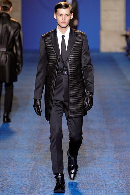 FW11_Milan_Versace004_Christian Plauche(VOGUEcom)