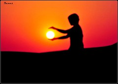 Feel The Sun {FRONT PAGE / EXPLORE} (.Qanas.) Tags: two sun silhouette hands desert jan feel uae front explore abudhabi page catch khaled qanas rashed 2011 alzaabi