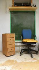 Nature morte  l'ardoise (Robert Saucier) Tags: montral montreal intrieur interior chaise chair ardoise napolon img3239
