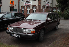 Old Volvo daily driver (Schwanzus_Longus) Tags: delmenhorst german germany sweden swedish old classic vintage car vehicle station wagon estate break combi kombi maroon red spotted spotting carspotting volvo turbo intercooler 940 dark