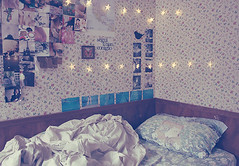 (_acido) Tags: flowers light wallpaper america vintage butterfly stars photo frames bed soft room avenged sevenfold pplastic canoneos450d