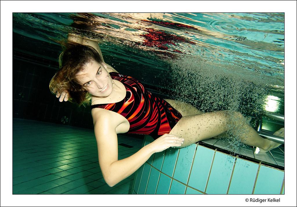 Bikini im Badeanzug Wasserabnutzung
