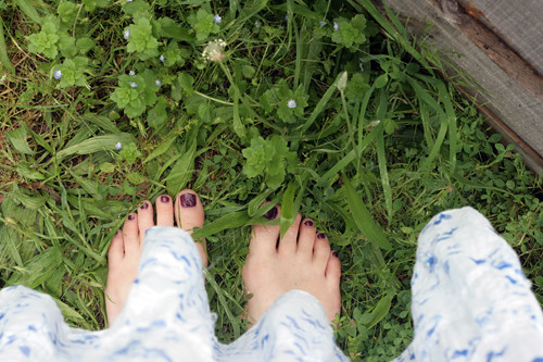 barefoot gardening