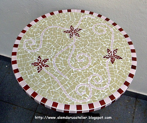 tampo em mosaico com motivo floral