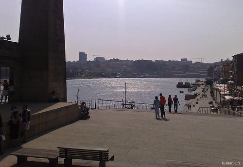 Os portuenses gostam de vir aqui passear, ao pé do Douro