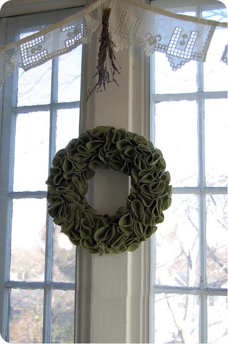 felt fridays - {craft}ernoon: felt wreath - final 1