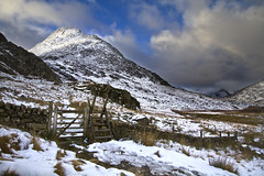 Tryfan. (i.m.j.) Tags: blue mountain snow ice rock wales clouds landscape cymru wideangle snowdonia adamandeve eryri tryfan mynydd tirlun efs1022mm13545usm canon7d