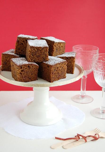 Fluffy ginger and date cake / Bolo fofinho de gengibre e tâmaras