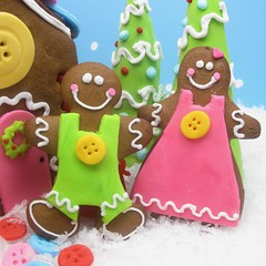 gingerbread sewing people 2 (thedecoratedcookie) Tags: christmas cookies candy buttons sewing crafts gingerbreadhouse licorice lollipops gingerbreadmen fondant royalicing