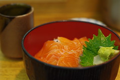 salmon rice bowl (Froschmann : ) Tags: japan lunch tokyo rice market salmon bowl tsukiji  japanesefood     k7    smcpentaxm50mmf17