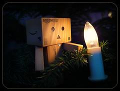 Danbo in the Christmas tree (nevada38) Tags: christmas light tree luz japan weihnachten toys navidad licht amazon box lumière carton jul figurine noël sapin bonhomme kerstboom kerst tanne abeto danbo amazoncojp julgran tannebaum revoltech danboard