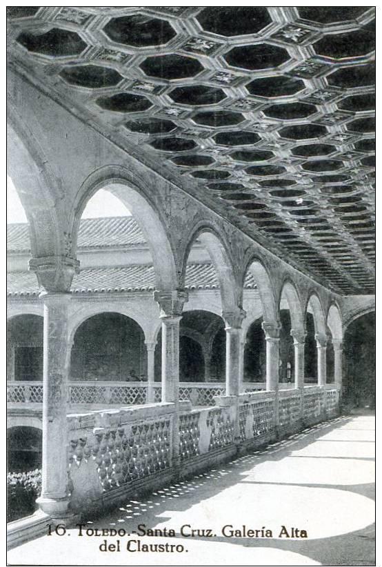 Claustro del Museo de Santa Cruz a comienzos del siglo XX.