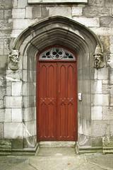 (antonio ramudo) Tags: door wood stone architecture arquitectura puerta madera cabeza heads porta madeira pedra piedra