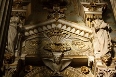 (brightspell) Tags: france statue angel canon gold lyon basilica ange rhône basilique fourvière rhônealpes dorures 400d