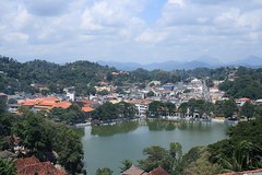 - Kandy - (dcem) Tags: srilanka kandy serendib 400d canonefs1855mm3556