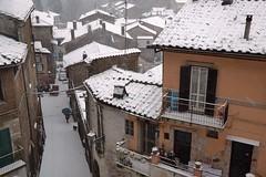 Bassano Romano via dell'Ospedale (Mascamit) Tags: italy italia tetti neve inverno viterbo lazio scorcio vicoli emozioni paese paesi scorci tuscia bassanoromano