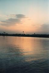 Egypte 02 1997 257106 (MUMU.09) Tags: sunset sky cloud sun sol del photo do tramonto nuvola foto himmel wolke cu cielo bild sole nuvem  puesta sonne    nube   imagem  pr      niebo chmura  zachdsoca